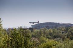 Szwajcarski Lotniczego samolotu lądowanie przy Heathrow przed Terminal 5 Zdjęcie Royalty Free