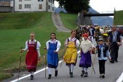 Szwajcarski młodości prowadzenie parada w Szwajcaria zdjęcia royalty free