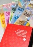 Szwajcarski paszport i pieniądze Obrazy Stock