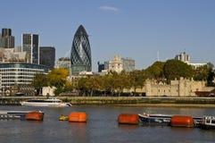Szwajcarski Ponowny budynku korniszon i wierza Londyn, Londyn UK fotografia stock