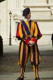 Szwajcarski strażnik outside Watykan Obrazy Royalty Free