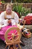 Szwalna dziewczyna przy Renesansowym jarmarkiem - Październik 30, 2010 Zdjęcia Royalty Free