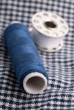 Szwalne przędz rolki na tkaninie Obrazy Royalty Free