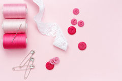 Szwalny wyposażenie i materiał dla tkaniny Obrazy Stock