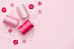 Szwalny wyposażenie i materiał dla tkaniny Zdjęcia Stock