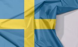 Szwecja tkaniny flaga zagniecenie z biel przestrzenią i krepa zdjęcie stock