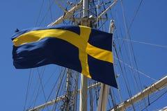Szwedzi flaga przy statkiem Obrazy Royalty Free