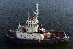 Szwedzi holownika łódź blisko Sztokholm, Szwecja Zdjęcie Royalty Free