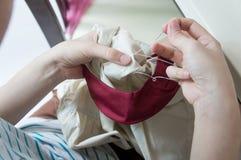 Szy szwalnej dylemat pracy sukiennego koszulowego nicianego pojęcie Fotografia Royalty Free