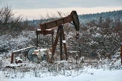 Szyb naftowy na zima krajobrazie Zdjęcie Stock