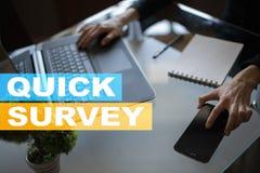 Szybki ankieta tekst na wirtualnym ekranie Informacje zwrotne i klientów testimonials Biznesowy interneta i technologii pojęcie Zdjęcia Stock