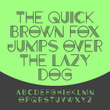 Szybki brown lis skacze nad gnuśnym psem Obrazy Royalty Free