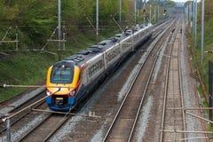 Szybki Brytyjski pociąg pasażerski w ruchu zdjęcia royalty free