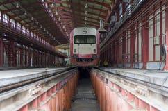 Szybki pociąg w usługowej zajezdni Fotografia Royalty Free