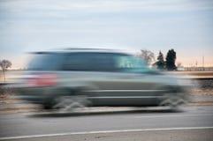Szybki pojazd śpieszy się though wś Obraz Royalty Free
