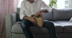 Szybki ruch - unboxing Apple TV zbiory