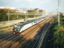 Szybkiego pociągu ruszać się Fotografia Stock