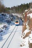 Szybkościowego pociągu ` allegro ` na trasy St Petersburg - Helsinki iść dla obracać pogodnego zima dzień Obraz Stock