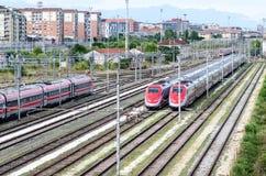 Szybkościowi pociągi na śladach Obrazy Stock