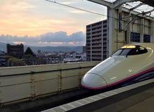 Szybkościowy pociąg jest przy stacją kolejową Fukushima Obraz Stock