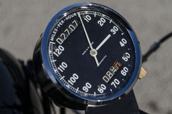 Szybkościomierz, drogomierz i tripometer na retro motorowym rowerze, Obraz Royalty Free