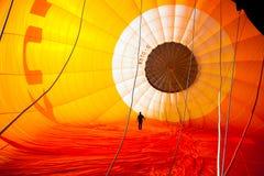 Szybko się zwiększać z gorące powietrze balonem w Niemcy koszu 22 09 2 Zdjęcie Stock