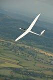 Szybowiec, sailplane lata nad wsią Fotografia Royalty Free