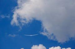 Szybowiec w niebie z winch sznurem Fotografia Royalty Free