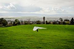 Szybowniczy lądowanie na górze Fotografia Royalty Free