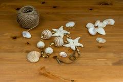 Szydełkowi beży koraliki handmade i szydełkująca rozgwiazda Zdjęcia Stock