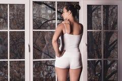 Szyja ból, kobiety cierpienie od backache obrazy stock