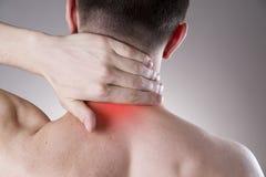 szyja ból Mężczyzna z backache Ból w mężczyzna ciele zdjęcia royalty free