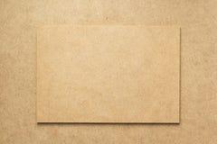 Szyldowa deska przy drewnianą tło teksturą zdjęcia stock
