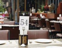 Szyldowa numerowa restauracja w mieście Obrazy Royalty Free