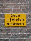 Szyldowy mówić w holenderze ja no pozwoli umieszczać bicykle tutaj zdjęcia stock