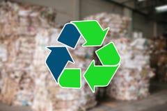 Szyldowy przetwarza odpady Jałowy zakład przetwórczy i jesteśmy rozmyci w tle obrazy royalty free