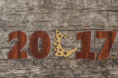 Szyldowy symbol od liczby 2017 na starego retro rocznika stylu drewnianym b Zdjęcie Royalty Free