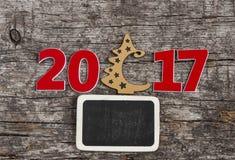 Szyldowy symbol od liczby 2017 na starego retro rocznika stylu drewnianym b Obraz Stock