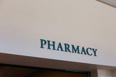 Szyldowy twierdzić & x22; Pharmacy& x22; na wewnętrznej ścianie Zdjęcie Stock