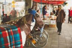 TÁMESIS - 17 DE AGOSTO: Escena de la calle principal el día de mercado del Támesis en el Au Fotos de archivo libres de regalías