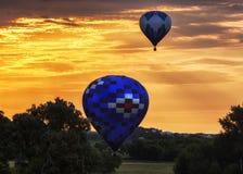 Tándem de la mañana del globo del aire caliente Imagen de archivo