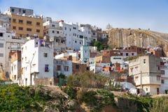 Tánger, Marruecos Casas vivas coloridas viejas de Medi imagenes de archivo