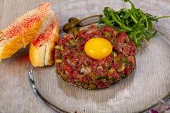 Tártaro da carne com pão foto de stock royalty free