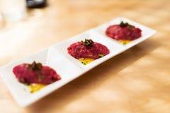 Tártaro de la carne de vaca de Wagyu con la salsa del yuzu Foto de archivo libre de regalías