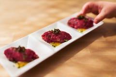 Tártaro de la carne de vaca de Wagyu con la salsa del yuzu Fotos de archivo