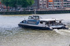 Táxi da água no porto de Rotterdam Foto de Stock