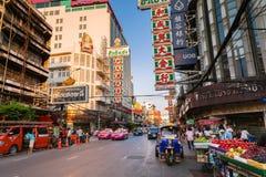 Táxi de Tuk-tuk no bairro chinês, Banguecoque, Tailândia Fotografia de Stock Royalty Free