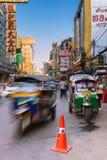 Táxi de Tuk-tuk no bairro chinês, Banguecoque, Tailândia Fotografia de Stock