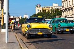 Táxi do Oldtimer de Cuba Havanna no Mainstreet Imagens de Stock