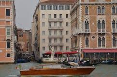 Táxi do rio no canal!! Fotografia de Stock Royalty Free